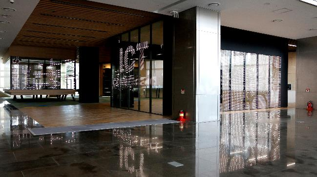 G-Smatt Glass im Gyeonggi Center for Creative Economy & Innovation (GCCEI), Südkorea.