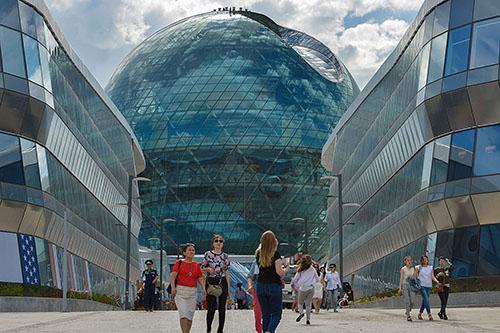 Kömmerling ist Partner in zahlreichen innovativen Structural-Glazing-Projekten wie den EXPO-Pavillons in Kasachstan. Bildnachweis: Kömmerling Chemische Fabrik