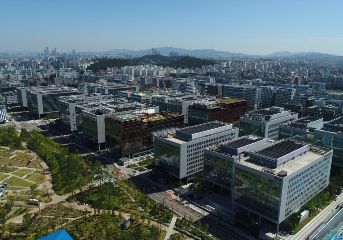 Aktuell umfasst der Campus 20 Gebäude, die alle LEED-zertifiziert sind.