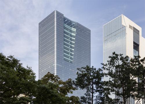 Der Parnas Tower in Seoul ist nach dem Nachhaltigkeitsstandard LEED in Gold zertifiziert. Einen großen Anteil an diesem Erfolg haben die hochwärmegedämmten, rundum laufenden Glaselemente.