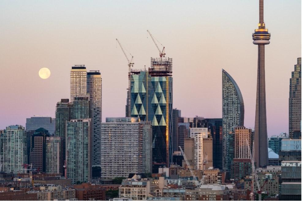 In Kanadas Millionencity Toronto entsteht mit dem nachhaltig geplanten CIBC Square zurzeit eines der interessantesten und größten Bauprojekte der Stadt. Bildnachweis: H.B. Fuller | KÖMMERLING