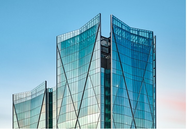 Beim Bau der charakteristischen Fassaden kam das energieeffiziente Warme-Kante-System des Kleb- und Dichtstoffherstellers H.B. Fuller | KÖMMERLING zum Einsatz. Bildnachweis: Richard Johnson
