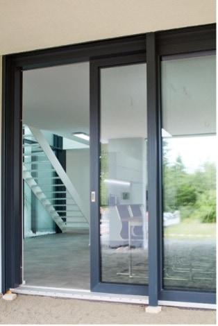 Durch die Kombination aus KÖDISPACE 4SG und Direct Glazing können gläserne Fronten ohne Probleme einfach realisiert werden.